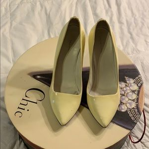 GUCCI White Patent Leather GG Pumps
